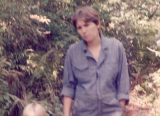 mother and daughter oustide 1980s Providence Moms Blog
