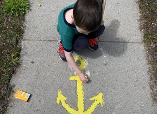 hope in chalk on sidewalk share a smile